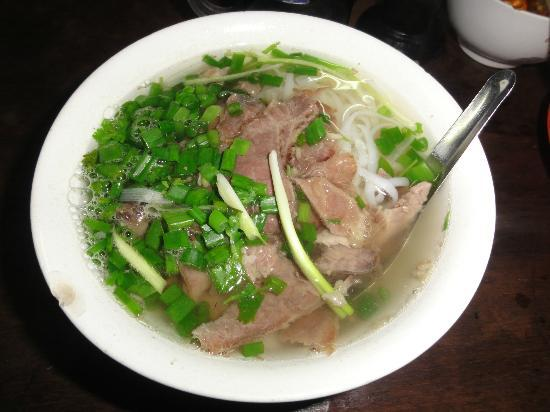 Tu Linh Palace Hotel: Pho Bat Dan - very famous food in Ha Noi