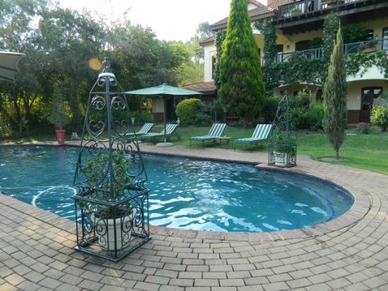 Oliver's Restaurant & Lodge: The Pool