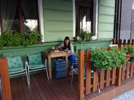 Green Garden Hotel: Hotel front patio.