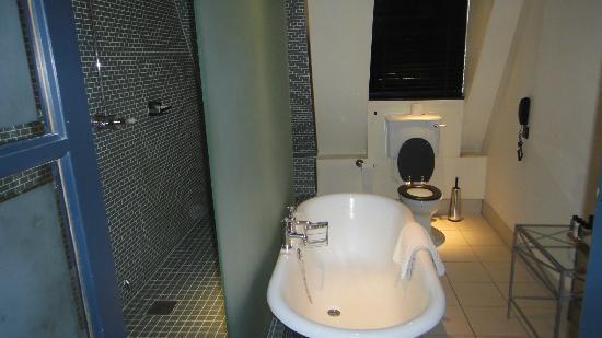 Hotel du Vin & Bistro: Bathroom - Studio Suite