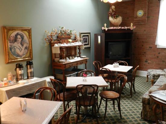 Teller House: Salle café TV