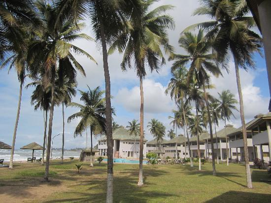Elmina Bay Resort: A view of the grounds
