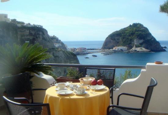 Colazione sul terrazzo vista mare - Foto di Casa Gerardo, Sant ...