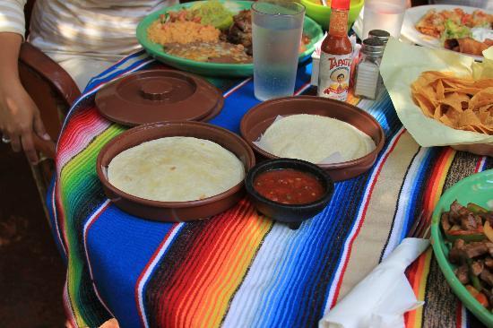Los Molcajetes: Tortilla