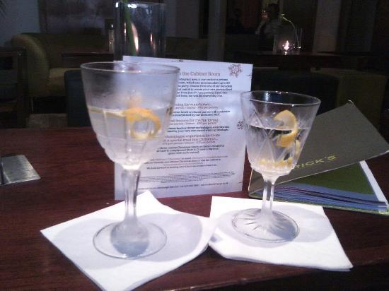 Rabble Rooms: How not to serve a martini!!!