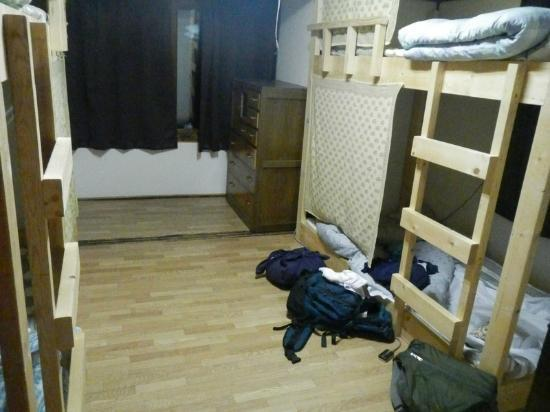 Emina backpackers: room