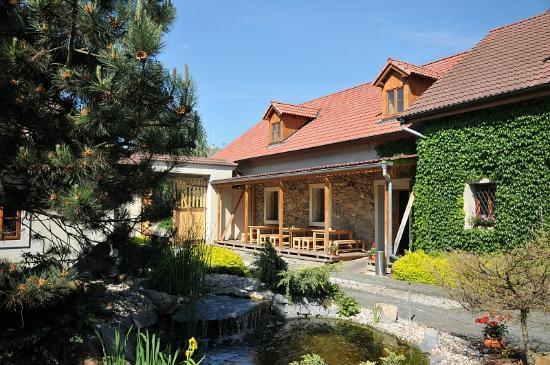 Ve Stoleti Penzion: Guest house courtyard