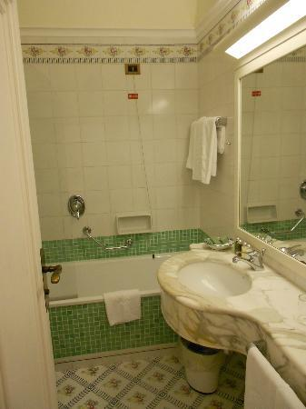 Grand Hotel Ambasciatori: bathroom