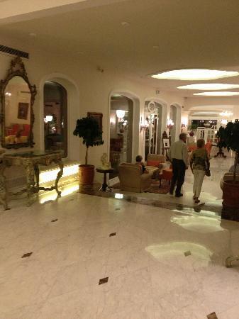 Grand Hotel Ambasciatori: hotel lobby
