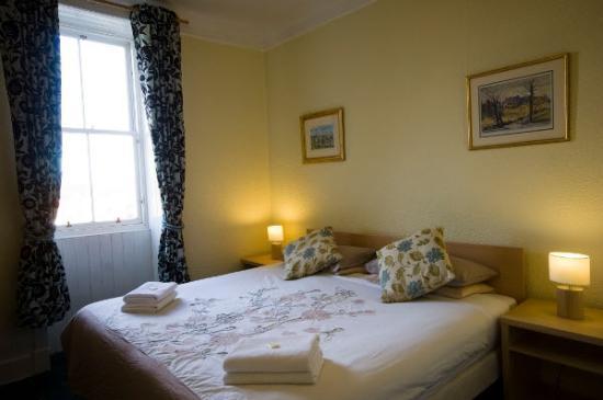 Garfield Guest House Edinburgh Double En-suit Bedroom