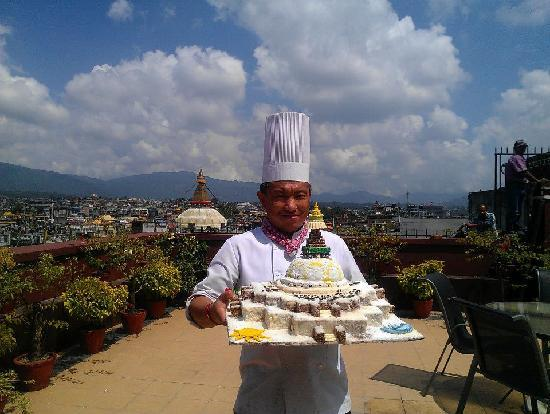 Hotel Tibet International: chef tenzing la with his creations