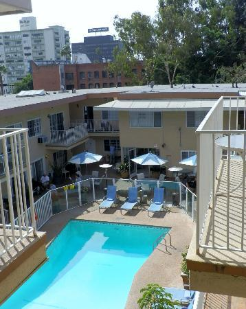 Magic Castle Hotel: Pool