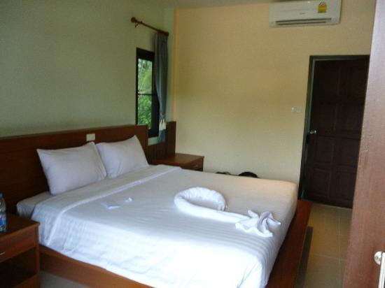 Phatcharee Resort: Room
