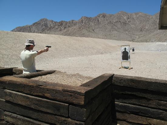 Desert Hills Shooting Club: Shooting with various guns