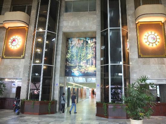 Yanggakdo Hotel: Lobby