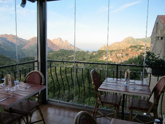 Hotel Restaurant L'Aitone: The dining terrace