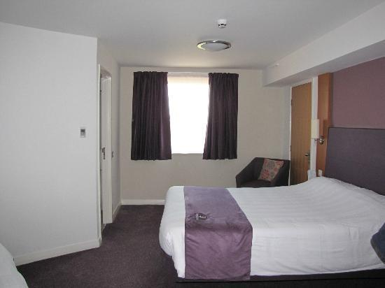 Premier Inn Manchester Bury Hotel: Room layout