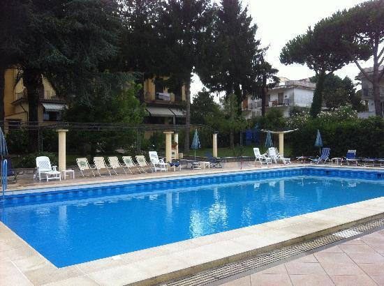 Hotel Delle Palme : Plenty of room at the pool