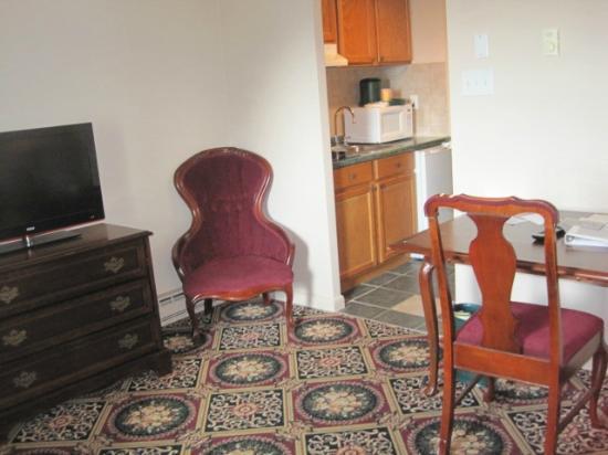 Marquis De Lafayette Hotel: Living room
