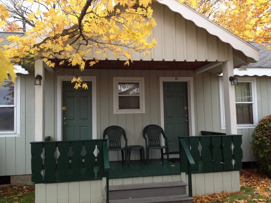 Northway Motel: Charming porches