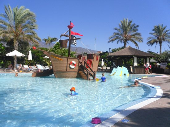 Gran Melia Palacio de Isora Resort & Spa: Pirates!!