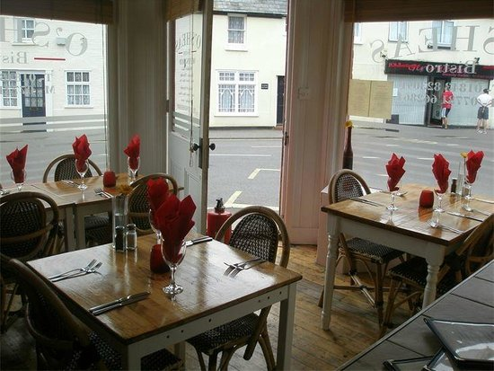 O'Sheas Bistro: Front dining area