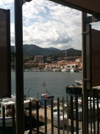 La Cote Vermeille : view of the harbour from our table