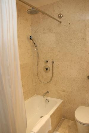 Park Hotel Clarke Quay: Bathroom