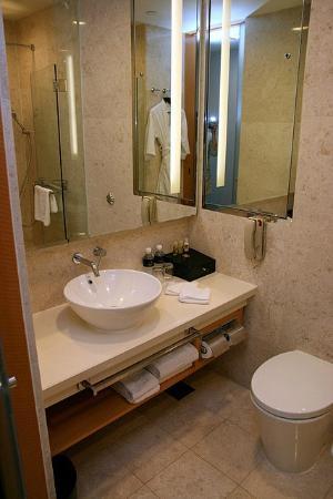 พาร์ค โฮเต็ล คลาร์ก คีย์: Bathroom