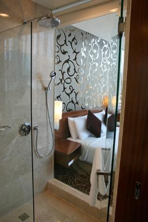 Park Hotel Clarke Quay: Premier rooms have a glass wall for bathrooms