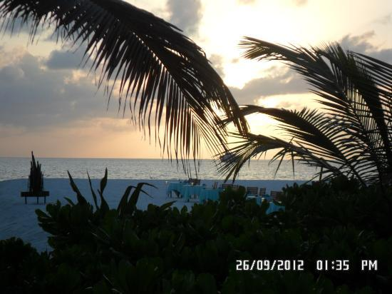 Coco Palm Dhuni Kolhu: Sun set