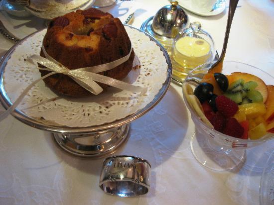 Le Schaeferhof : Gourmet breakfast beautifully presented!