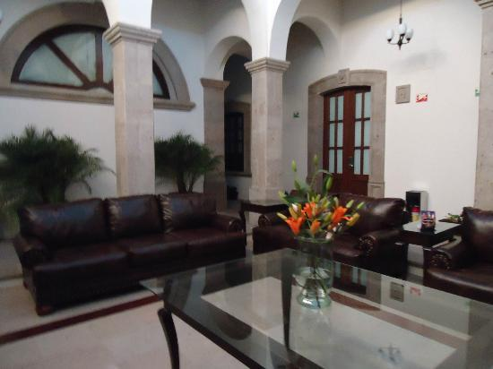 Hotel San Xavier: Lobby...