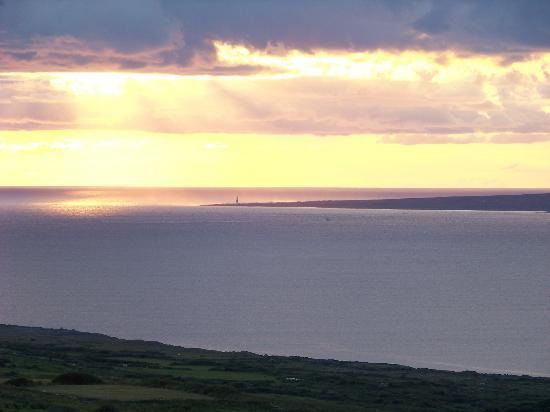 Ballinalacken Castle Country House: Sunset over the Aran Isles from the top of the castle