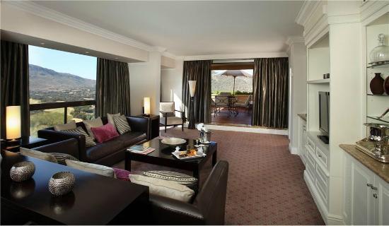 Cascades, Sun City : Flamingo Suite Lounge