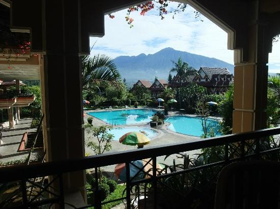 Royal Orchids Garden Hotel: The view when you have your breakfast