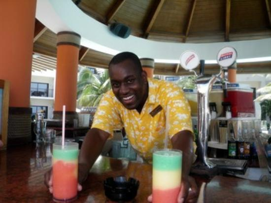 Secrets Wild Orchid Montego Bay: Dwayne Pool Bar