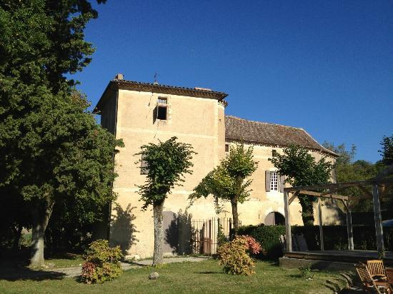 Chateau de Brametourte: The outside from the pool
