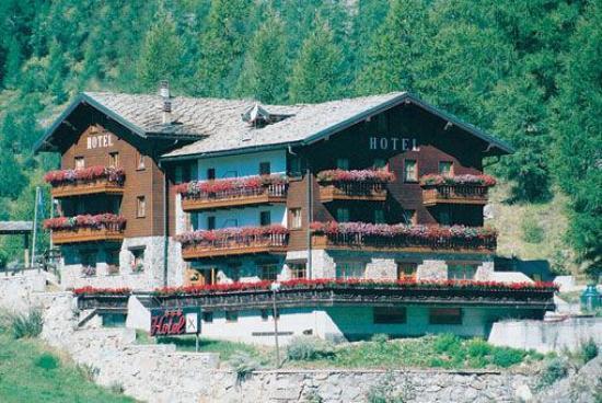 Hotel Rascard : L'hotel in visuale dalla strada