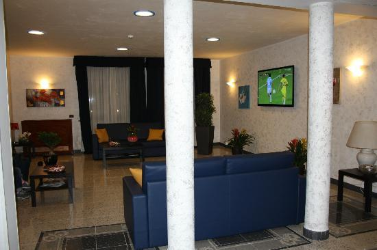 Eur Suite Hotel: Zona relax