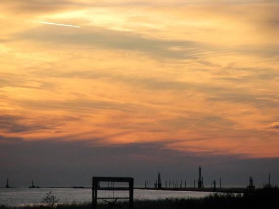 Steveston Heritage Fishing Village: Sunset off Garry Point