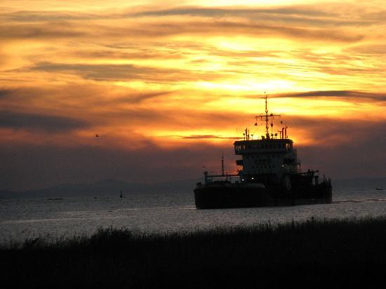 Steveston Heritage Fishing Village: Sunset lights up the sky