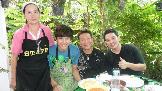 Baan Saraphi Coffee & Cuisine : เชฟหมึกแดง