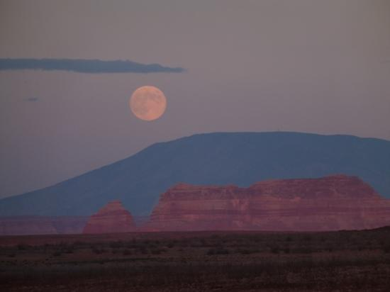 Rainbow Bridge National Monument: moonrise over lake powell