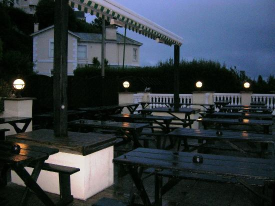 The Heritage Hotel: Outdoor drinking area.