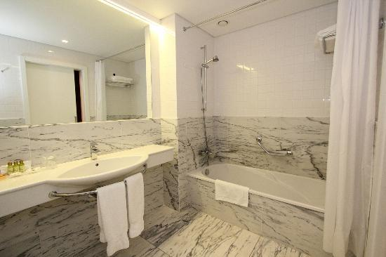Santa Maria Hotel -- Fatima: Badeværelse
