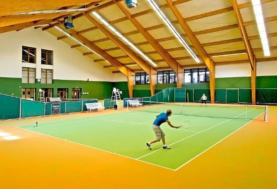 K-Triumf: 2 indoor tennis courts