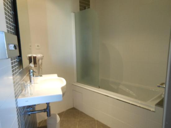 Le Grand Hotel: salle de bains