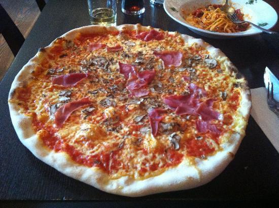 L'Osteria: Leckere und große Pizza