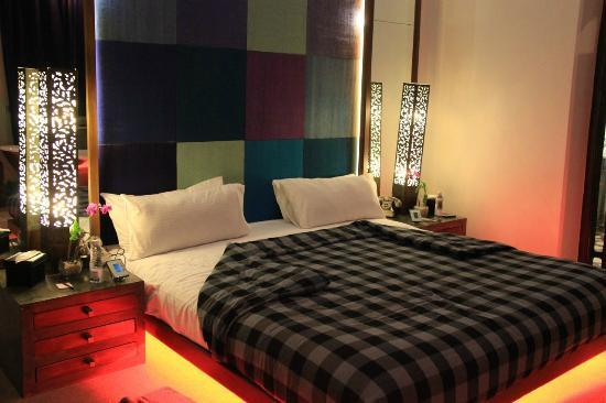 CASA Colombo Collection: mor eof the bed